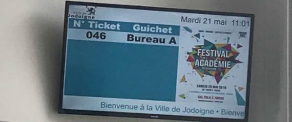 Système de gestion de file d'attente avec borne d'impression de tickets à la Ville de Jodoigne