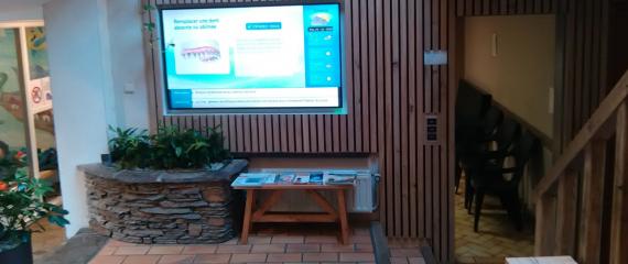 Déjà 4 ans que la Clinique Dentaire Densival accueille 6 de nos écrans d'affichage dynamique pour faire patienter leurs patients !