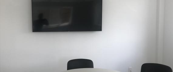 Installation d'écrans et de systèmes de connexion sans fil Barco ClickShare