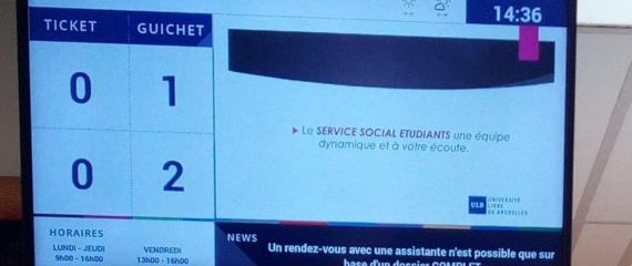 Système de gestion de file d'attente avec écran d'appel et distributeur de ticket à l'Université Libre de Bruxelles