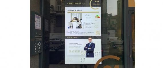 Ecran vitrine 75 pouces agence immobilière rue Royale