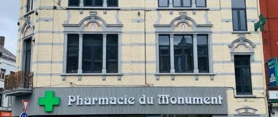 Ecran vitrine dans une nouvelle pharmacie à Charleroi