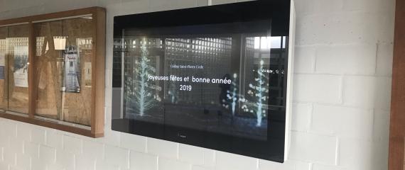 Ecrans affichage communication interne dans un collège à Bruxelles