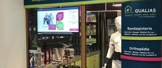 Un écran d'information à l'accueil de l'hôpital Saint-Luc à Bouge (Namur)