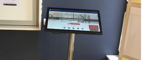 Ecran / tablette tactile iDisplay 24'' dans les maison du notariat du Hainaut