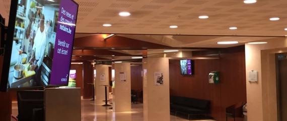 Ecrans d'information installés à l'accueil de la Fédération des Notaires