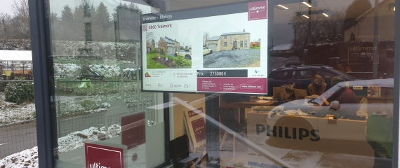 Installation d'un écran vitrine pour une agence immobilière située à Virton